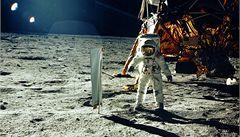 Podívejte se na Armstrongovo přistání na Měsíci
