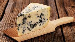 Luxusní sýry: prodavači je váží i s obalem a šidí i o stovky korun