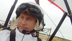 Putin-alfa samec učil jeřáby migrovat bezpečnou trasou