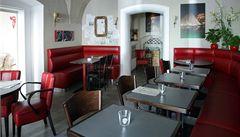 Cafe de Paris. Cesta do Paříže v centru Prahy