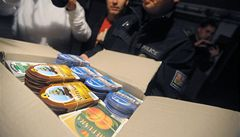 Policie objevila skladiště smrtícího metanolu a falešné etikety