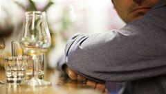 Žádná vodka o víkendu. Rusko vytáhlo do boje proti alkoholismu