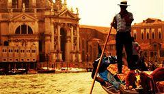 Benátské gondoliéry čekají testy na alkohol. Kvůli stížnostem turistů