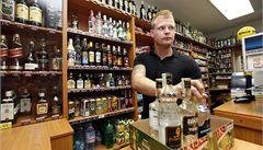 Obchodníci stále porušují zákaz prodeje alkoholu mladistvým a neuvádí ceny zboží, informovala ČOI