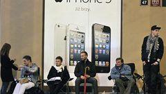 Mánie iPhone 5 ovládla Česko. Někteří odešli s prázdnou