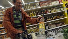 MF: Za vylitý alkohol dostanou obchodníci kredit na daň z příjmu