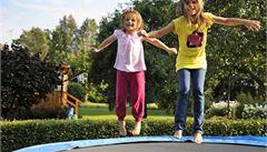 Úrazy dětí stouply o prázdninách na dvojnásobek. Kvůli trampolínám