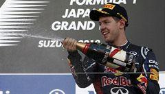 Vettel snížil náskok Alonsa, pomohla mu kolize při startu