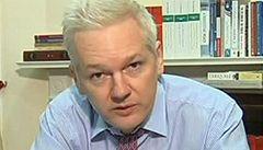 Assangeovi jde jen o sebe, otočili hackeři z Anonymous