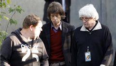 Nemohu uvěřit, že se držíme na nohou, vtipkoval Jagger na pódiu