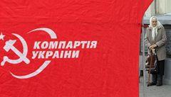 Ukrajinští voliči dostávají čokoládu, kola i jehňata