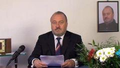 Vystupujeme z Evropské unie, oznámil ve videu
