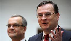 Vláda už daně nezvýší, slíbil Nečas. Nic o tom nevím, reagoval Kalousek