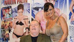 Larry Flynt se pomstil kongresmanům. Od roku 1983 jim posílá porno