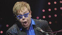 Homofobní aktivisté chtějí zabránit koncertu Eltona Johna v Rusku
