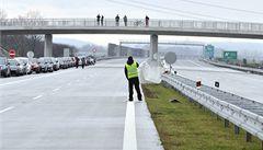 Z odpadního popílku by se mohly stavět dálnice, plánují vědci