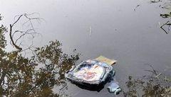 Přetížený mikrobus spadl v Číně do rybníka, 11 dětí zemřelo