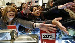 Svátek konzumu jako hra s čísly. Čeští prodejci čarují při Black Friday s výší slev i 'původní cenou'
