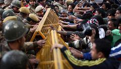 Indie napjatě sleduje soud s násilníky, pětici mužů hrozí trest smrti