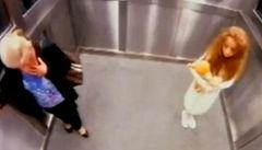 Silvestrovský videovečírek: ve výtahu se zjevuje tajemná dívka