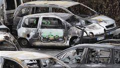 Při silvestrovských oslavách ve Francii shořelo na 1200 aut