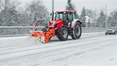 Česko přes noc zasypal sníh, řidiči musí být opatrní