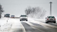 Nový sníh komplikoval dopravu na území celé republiky