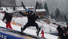 Felix Baumgartner předal bronz českým závodníkům v paraski