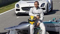 Hamilton začal v Mercedesu havárií. Vyjel z trati a boural