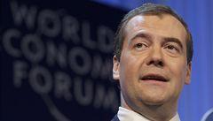 Hackeři napadli Medveděvův twitterový účet. Kritizovali na něm Putina