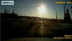 Kamery zachytily pád meteoritu u Čeljabinsku