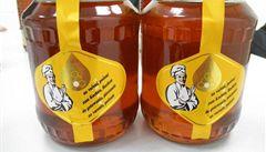 Každý druhý med v obchodech je šizený. Kvalitu hledejte u včelařů