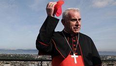 Kardinál se choval