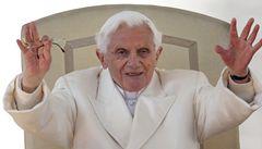 'Přemýšlí o smrti.' Bývalý papež Benedikt XVI. pomalu umírá, řekl jeho tajemník