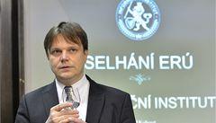 Za solární machinace může Fiřt, z úřadu udělal chlív, tvrdí think-tank