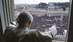 Hlídají vás, jste odříznutí od světa, popisuje kardinál konkláve