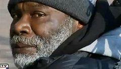 Bezdomovec díky své poctivosti vybředne z bídy, dají mu miliony