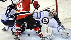 Pavelec vychytal pro Winnipeg výhru na ledě New Jersey