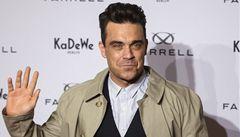 Vyrůstal v 'zapadákově'. Robbie Williams si nadělí Rolls-Royce