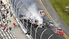 VIDEO: Při hrozivé nehodě v NASCAR bylo zraněno 30 diváků