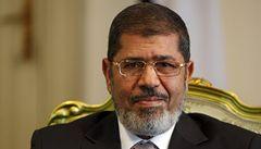 Mursí je v domácím vězení, armáda plánuje zatýkání islamistů