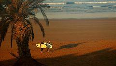 Naučte se chytit správnou vlnu při surfování. Třeba v Maroku