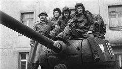 Co si pamatuje Šaryk? Čtyři z tanku a pes ožijí v divadle