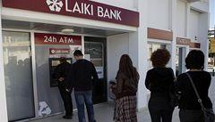Fronty u bankomatů. Kypřany rozhořčilo zdanění vkladů