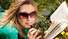 E-cigarety mezi kuřáky frčí. Loni za ně utratili skoro miliardu