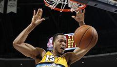 Denver po obratu s Philadelphií vyhrál v NBA počtrnácté v řadě