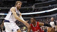 Basketbalisté Dallasu porazili Clippers a tlačí se do play off NBA