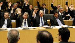 Dohoda: Kypr zdaní bankovní vklady nad 100 tisíc eur až 20 procenty
