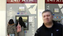 Kyperské banky omezily výběr z bankomatů na 100 eur denně