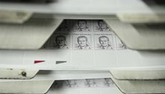 Poštovní známka s podobiznou nového prezidenta je hotová. Podívejte se!